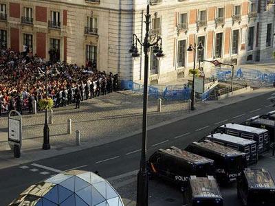 15-M: Las fuerzas de seguridad del Estado toman la plaza del Sol